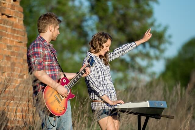 Band Music School – scoala de muzica ce promoveaza conceptul de Formatie