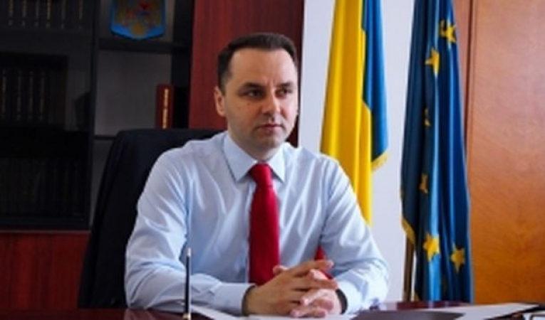 PMP face circ: Senatorul Cristian Lungu vine cu ambulanța în Parlament