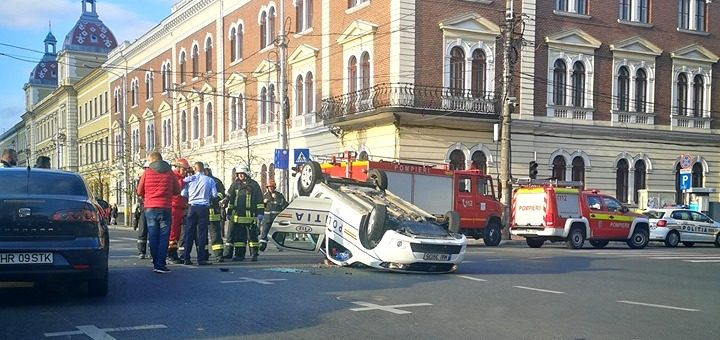Polițiști răsturnați în centrul orașului, la Cluj