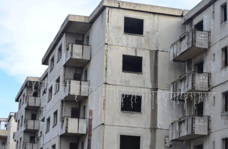 În comuna gorjeană Mătăsari primarul vrea să demoleze blocurile