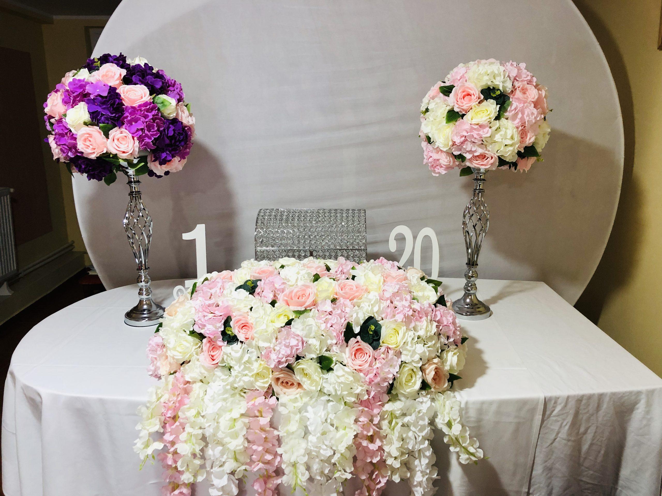 Idei moderne pentru aranjamente florale la nunta
